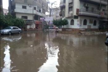 أهالي منشأة أبوعمر بالحسينية يشكون من غرق الشوارع بمياه الأمطار