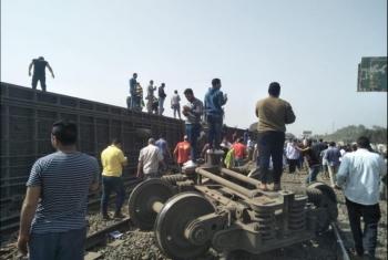 إصابة 103 أشخاص في خروج قطار عن القضبان بالقليوبية صور