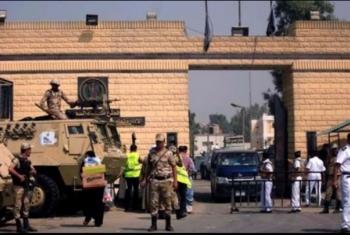 استشهاد معتقل داخل سجن طرة بأزمة قلبية بعد مداهمة زنزانته