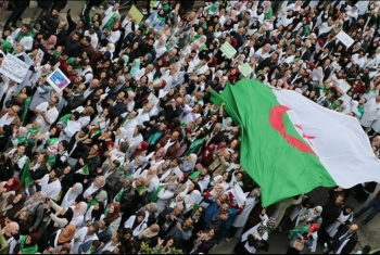 تواصل المظاهرات الحاشدة في الجزائر للجمعة الخامسة