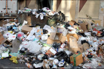 خوفا من كورونا .. شكاوى من انتشار القمامة في شارع مستشفى كفر صقر