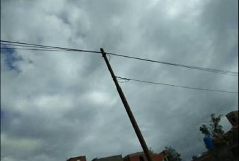 بالصور.. أعمدة الكهرباء المتهالكة كارثة تهدد الأطفال بقرية بأولاد صقر