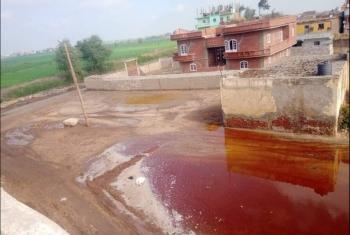 مياه الصرف تغرق مدخل