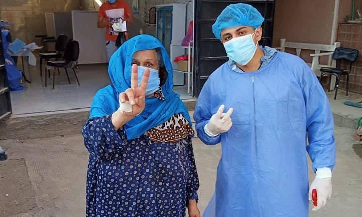خروج 4 حالات بعد تعافيهم من إصابتهم بفيروس كورونا بمستشفى أبوكبير المركزي