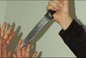 زوج يطعن زوجته بالسكين لعدم تجهيزها الغداء بأبوحماد