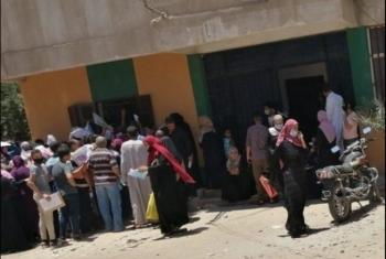 رغم خطر كورونا.. زحام وتكدس في محيط التأمين الصحي بديرب نجم