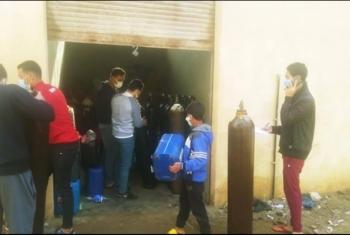 بالجهود الذاتية.. توفير أسطوانات الأكسجين لمرضى كورونا في أبوحماد