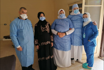 خروج سيدة حامل في توأم من عزل مستشفى الصوفية