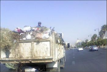 سيارات القمامة على طريق