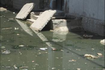 طريق النجدة ببنايوس غارق بالصرف الصحي