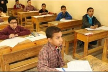 التعليم الضائع.. مدرسة بالعاشر من رمضان تعيد امتحان الطلاب بعد خطأ فادح
