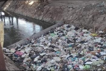 شكاوى من انتشار القمامة بترعة في الإبراهيمية