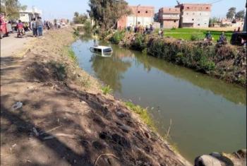 إصابة 18 طالبًا إثر انقلاب سيارة بترعة في أولاد صقر