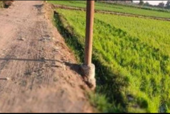 أهالي منيا القمح يشكون تعدي المزارعين على طريق مقابر بني قريش