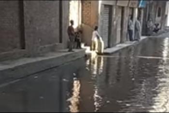 بلبيس.. شكاوى من تكرار طفح مياه الصرف بشبرا النخلة