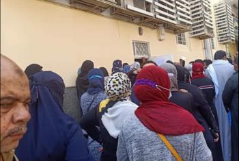 كارثة صحية أمام بنك مصر في بلبيس