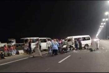 إصابة 8 أشخاص في حادث تصادم بطريق