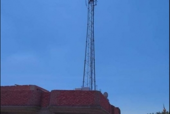 أهالي قرية صافور بديرب نجم يطالبون بإزالة برج محمول