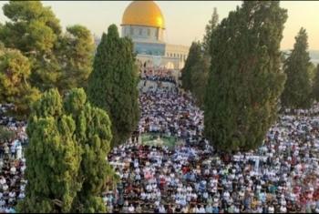 عشرات الآلاف يؤدون صلاة عيد الأضحى بالأقصى