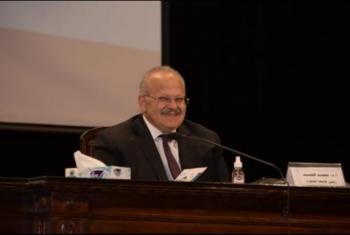 مغارة علي بابا.. أستاذ جامعي يكشف فساد رئيس جامعة القاهرة