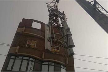 ههيا.. مصرع وإصابة عاملين في انهيار برج شبكة محمول
