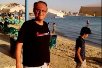 بعد تدهور حالته الصحية.. الصحفي هشام فؤاد يعلق إضرابه عن الطعام