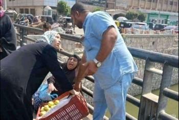 صور مأساوية لبائعات متجولات أثناء حملة إشغالات في منيا القمح