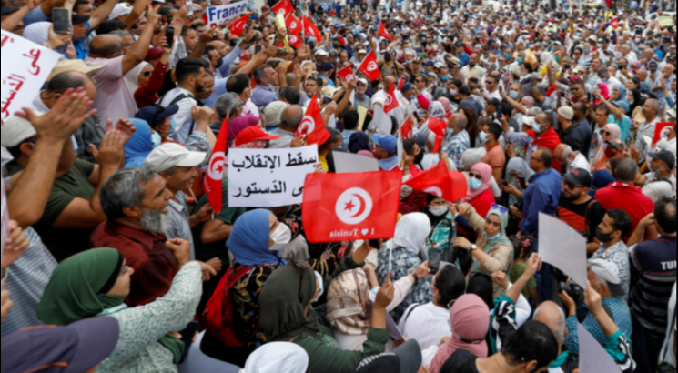 مظاهرات تعم تونس للمطالبة بإنهاء تدابير الرئيس الاستثنائية