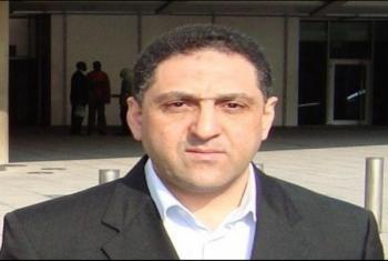 بسبب اعتقاله.. حرمان زوجة الصحفي